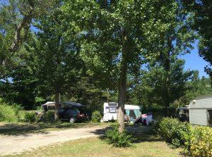 Emplacement Sous les Peupliers pour caravane camping-car van tente | Camping Chapelains Drome