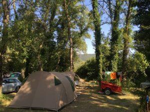 Emplacement nature Dans la Ramière pour tente ou caravane pliante toilée | Camping Chapelains Drome