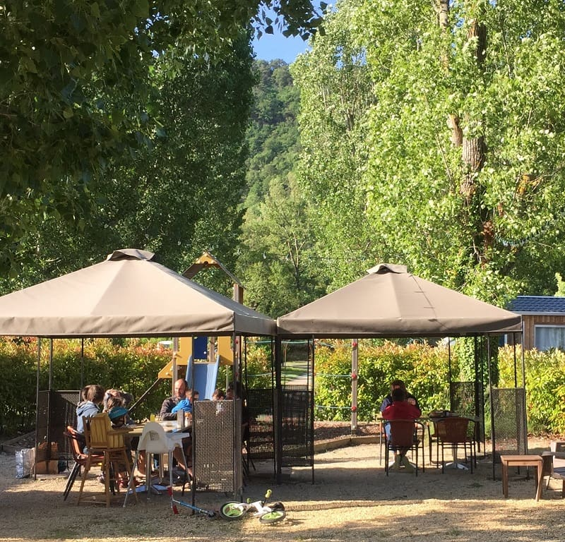 Terrasse ombragée bar snack restaurant   Camping Chapelains Drome