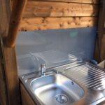 Premium Campingplatz mit privaten Sanitäranlagen, Kühlschrank und Gasgrill